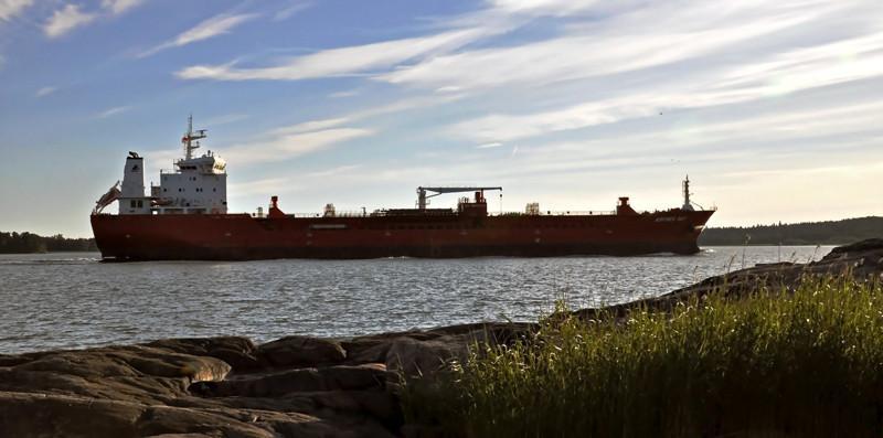 ADFINES SKY. Rakennettu 2011, Kiina. 161x23m. Öljy/kemikaalitankkeri. Syväys 9m. Pääkone 1x Mak 7M43C, 6300 KW. Lastikapasiteetti 21421 m3. Omistaja: Icetank Twenty Three Shipping Corp. Operointi: Abc Maritime, Sveitsi. Lippu: Malta