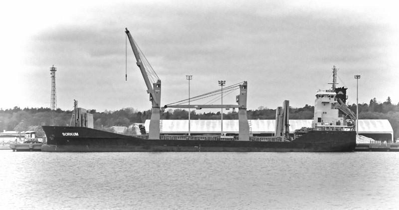 BORKUM. Rakennettu 2012 108x16m. Syväys 6,5m. Koneteho 3500 KW. Nopeus 14,5 solmua. Omistaja: Reederei M. Lauterjung, Saksa. Lippu: Antiqua Barbuda.