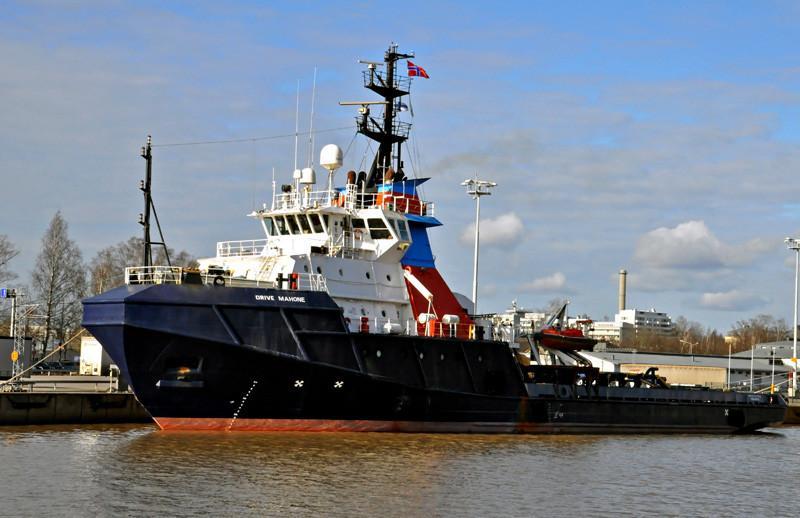 DRIVE MAHONE. Rakennettu 1983, Etelä-Korea. 72x16m. Rakennettu Maersk yhtiölle öljynporauslauttojen huoltoalukseksi Kanadaan. Alus toimii talvisin jäänmurtajana Ruotsin merenkulkulaitoksella, kesällä koululaivana Turussa. Uudeksi nimeksi HERMES. Alfons Håkans.