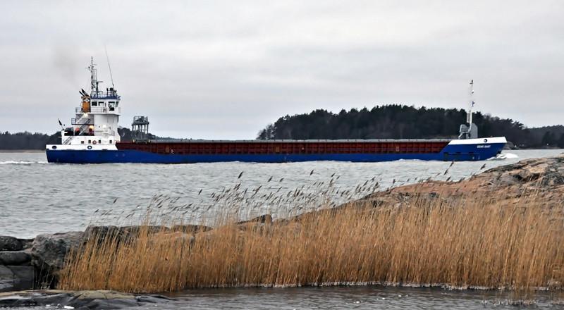 EEMS DART. Rakennettu 2002, Hollanti. 88x12m. Syväys 5,4m. Lastikapasiteetti 5313 m3. EXE Shipping, Englanti. Lippu: Gibraltar
