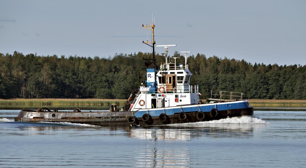 JACOB. Rakennettu 1979, Hollanti. 28,4x8,5m. Syväys 3,7. Nopeus 12 solmua. Pääkone 1338 KW. Paaluveto 28 t. R-Towing, Oulu, Finland. Lippu : Suomi.