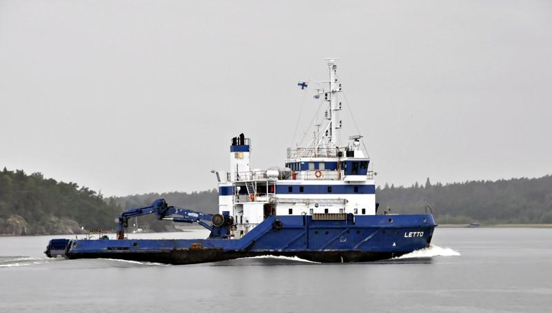 LETTO. Rakennettu 1980. Rauma-Repola, Savonllinna. Väyläalus. 42x12m. Syväys 3,8m. Kykenee öljyntorjuntaan avovedessä, kerätyn öljyn säiliötilavuus 42 m3. Meritaito.
