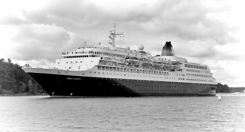 SAGA SAPPHIRE. Rakennettu 1981, Saksa. 200x28m. Syväys 8,4m. Koneteho 21270 KW. Polttoainekapasiteetti 2938 m3. Omistaja: Acromas Shipping Co. Ltd, Britannia. Lippu: Malta.