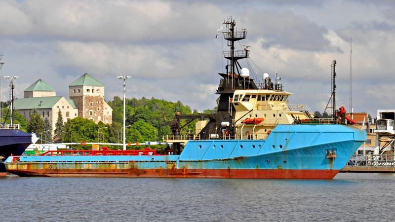 STORM EXPRESS. Rakennettu 1983 72x16m. Syväys 6,2m. Paaluveto 126t. Hinausvaijeri 940m/76mm. Uusi nimi: Thetis. Omistaja Alfons Håkans.