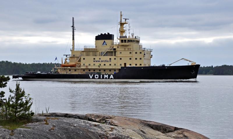 VOIMA. Rakennettu 1954 Helsingissä Wärtsilän telakalla. Uudistettu 1979. 83x19m. Paaluveto 113t. Alus oli valmistuessaan maailmanluokan erikoisuus. Ensimmäistä kertaa murtajan keulaan oli asennettu kaksi eri suuntiin pyörivää keulapotkuria. Alus hankittiin edellisen Voiman (rak 1916) ja Jääkarhun (1926) tilalle, jotka luovutettiin sotakorvauksina Neuvostoliitolle. Maailman vanhin käytössä oleva jäänmurtaja. Arctia Shipping.