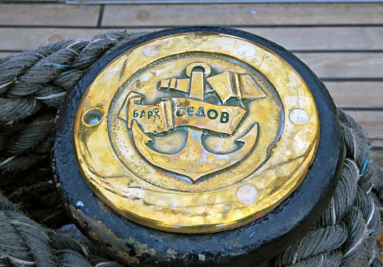 Maailman suurimmalla purjelaivalla s/s Sedovilla oleva pollari.